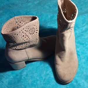 CROWN VINTAGE WOMEN'S AVALIN TAUPE BOOTS